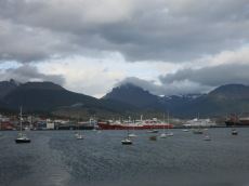 Au loin le port d'Ushuaïa