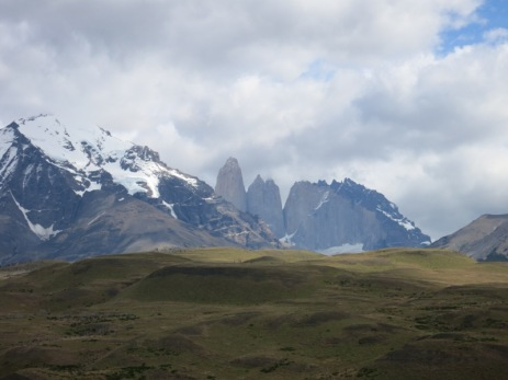 Les Torres depuis l'entrée du parc