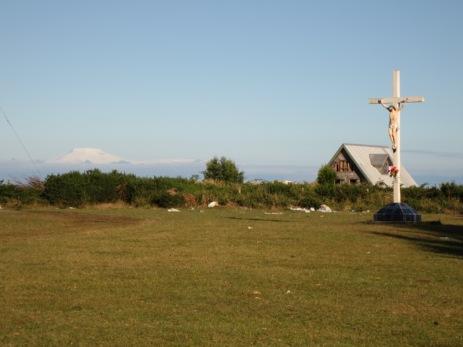 Ile Caguache, au loin les sommets des volcans de la Cordillère