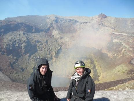 Caroline et Grégory devant le cratère du Villarica