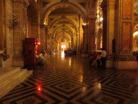 """La """"Red light"""" du curé - Cathédrale de Santiago"""