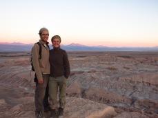 Grégory et Caroline au coucher de soleil dans la Valle de la Luna