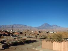 San Pedro de Atacama, vue sur le volcan Licancabur qui culmine à 5916 mètres