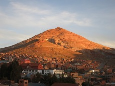 Vue sur le Cerro Rico de la ville de Potosi