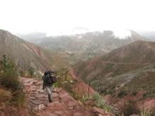 Caroline sur le chemin de l'Inca vers Chanaca