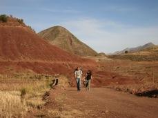 Houda et Victor sur la route de Potolo