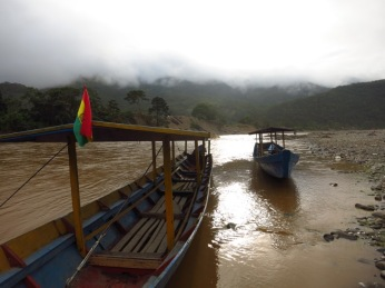 Pirogues sur la rivière Maipiri au départ de Guanay
