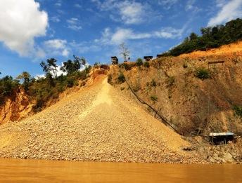 Chercheurs d'or sur la rivière Maipiri