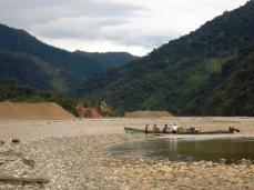 Traversée laborieuse en pirogue entre Guanay et Maipiri