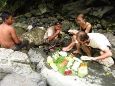Déjeuner au bord de la cascade