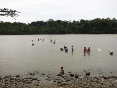 Communauté Shiripuno dans le rio Napo