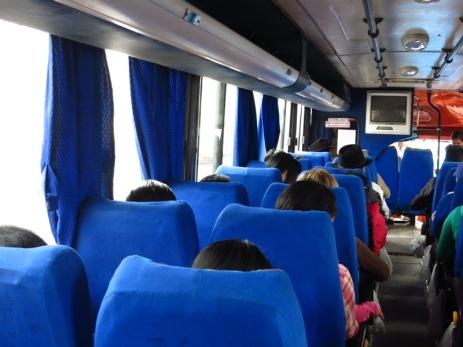 Réponse: chercher la seule tête blonde du bus !
