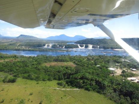 Survol de la lagune de Canaima