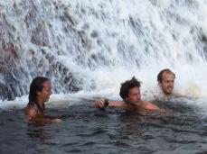 Karine, Joan et Grégory au pied du Salto Angel
