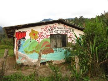 Graffiti contre l'implantation d'une mine à l'entrée de Junin.