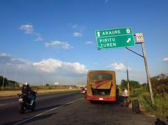 Notre bus en panne en plein milieu de los Llanos