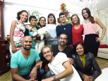 Nouvel an avec la famille de Carlos et Eduardo (en bas à gauche), nos hôtes en Couchsurfing